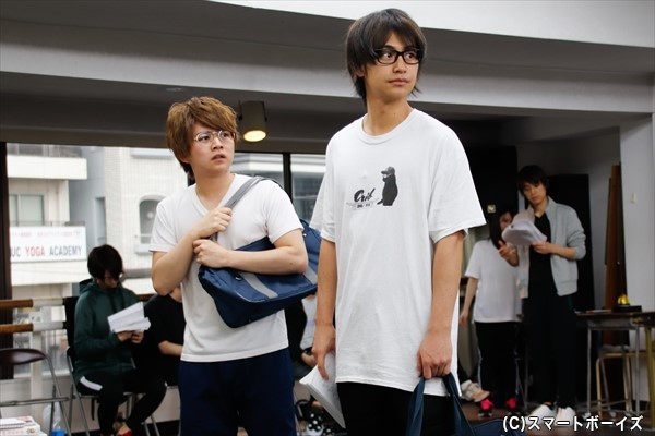 「今日の通し稽古で、スクールバッグや机を持ち運びするタイミングも細かく確認できました」と語る小澤さん。