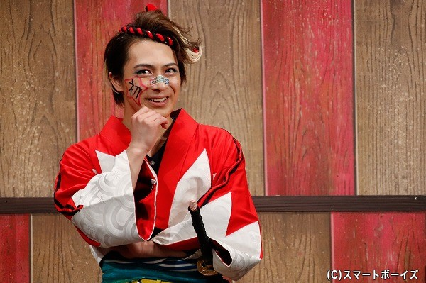 藤堂平助役の米原幸佑さん。ほっぺには、初日公演を示した「初」の字が!