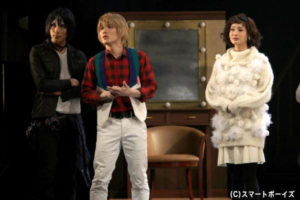 戸川は新田をサポーターに、モデルの水桐アサ(右端・出口亜梨沙さん)のスタイリングを担当