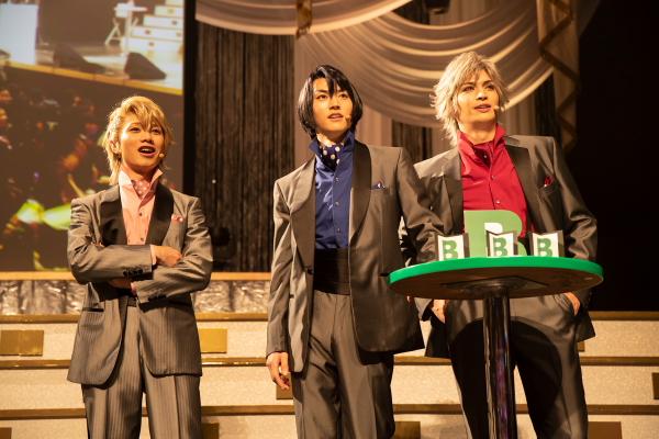 (左から)Bチームの植田圭輔さん、和田雅成さん、小波津亜廉さん