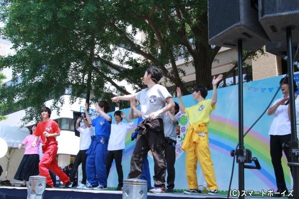 途中から石原さんが全く別の踊りをするなどやりたい放題で、終盤は大矢さんがずっと突っ込み状態に