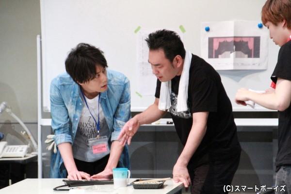 根本さん演じると美術スタッフと小林さん演じる舞台監督が熱のこもった打ち合わせ。 舞台の裏側ではこんなことがいつも起こっている!?
