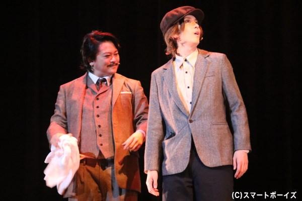 甘利は日本人監督の逸見五郎(左・宮下雄也さん)に気に入られ、映画撮影所へと潜入