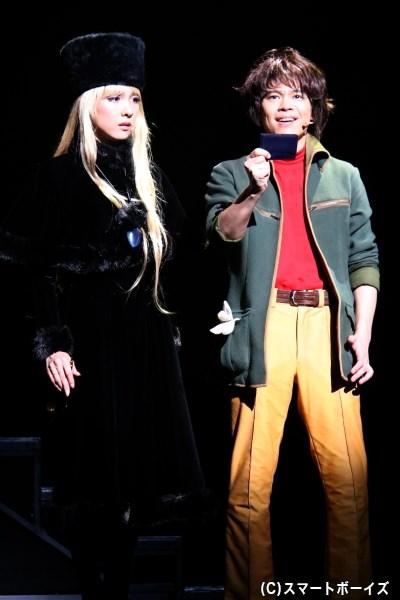 復讐を誓う鉄郎は、謎の美女・メーテル(左・ハルカさん)から999の切符を貰い「機械の体をくれる星」を目指す