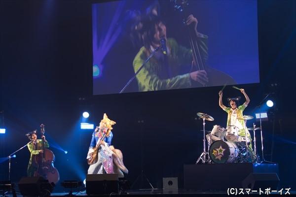 ランキングナンバーワンの夢銀河☆アイドルバンド「トライクロニカ」