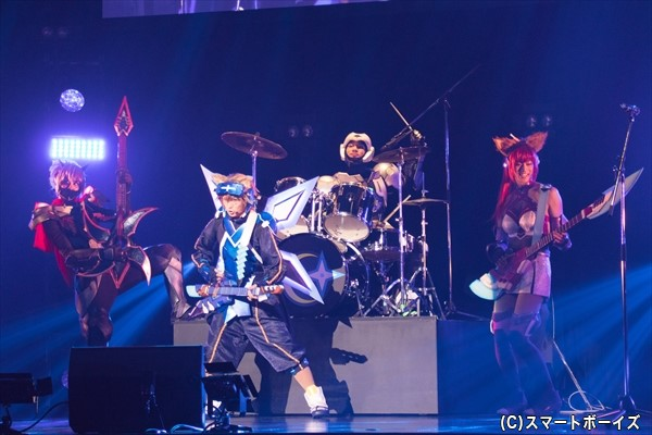 時空を超える未来忍者バンド「忍迅雷音」