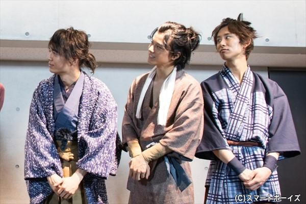 溝口さん(左)演じる万次郎の髪型は、後ろで結われているスタイル!