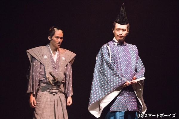 2幕では役が変わり、井深さん(右)は徳川斉昭役に、寿里さん(左)は井伊直弼役に