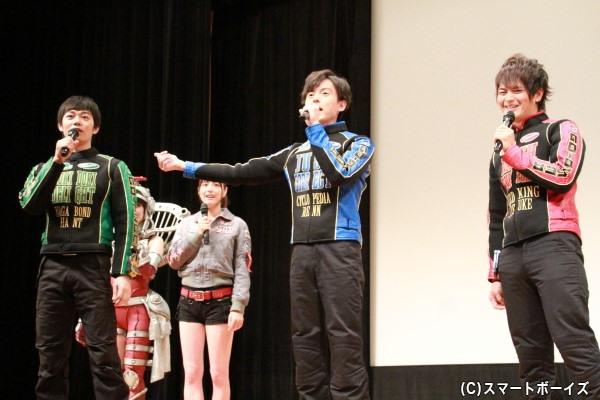 最初から最後まで笑顔の絶えない、ファンも登壇者も思う存分楽しんだ舞台挨拶でした