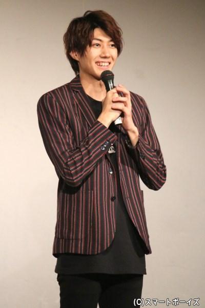 『Monochrome』Tシャツでコーディネートした、本日の主役・小坂涼太郎さん
