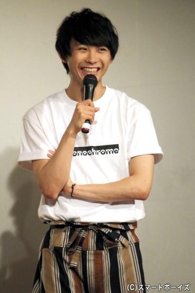 小坂さんが愛するゲスト・須賀健太さんも色違いのTシャツで登場!