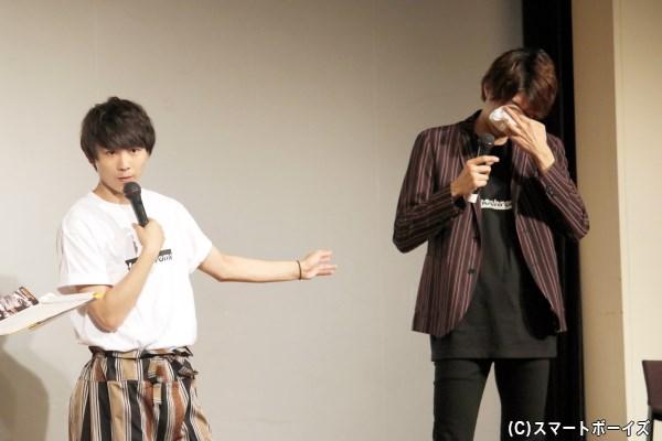 須賀さんの言葉を聞くうちに、小坂さんの目には涙が……