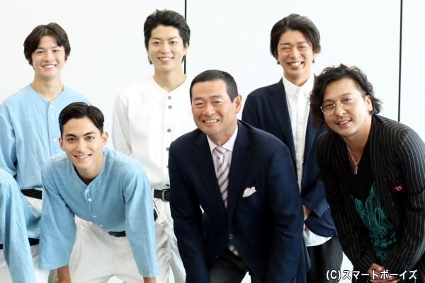 (後列左から)小西成弥さん、松井勇歩さん、進行を務めた村田洋二郎さん (前列左から)永瀬匡さん、野球監修の桑田真澄さん、作・演出の西田大輔さん