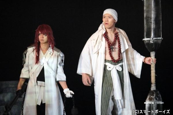 (左から)由利鎌之介役の辻諒さん、三好清海役の新井 將さん
