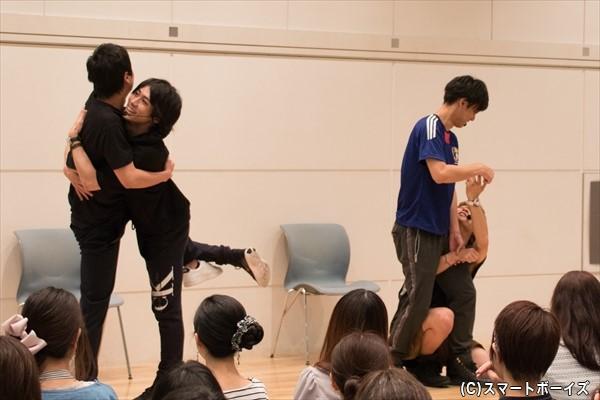 各チームが披露した組体操の「ロマンス」!