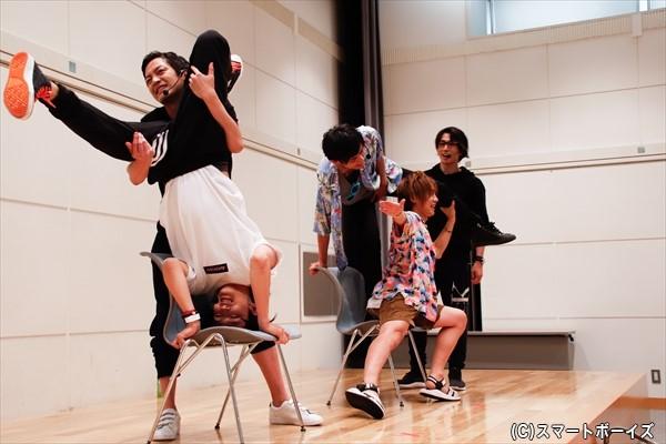 組体操の技「きらめき」を各自で想像。鷲尾さんがかなりしんどそうです……