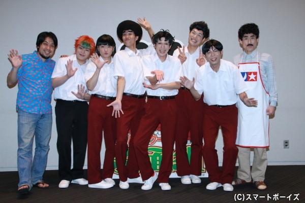 (左より)演出のなるせゆうせいさん、宮下雄也さん、鳥越裕貴さん、寺山武志さん、平野良さん、もう中学生さん、高木晋哉さん、なだぎ武さん