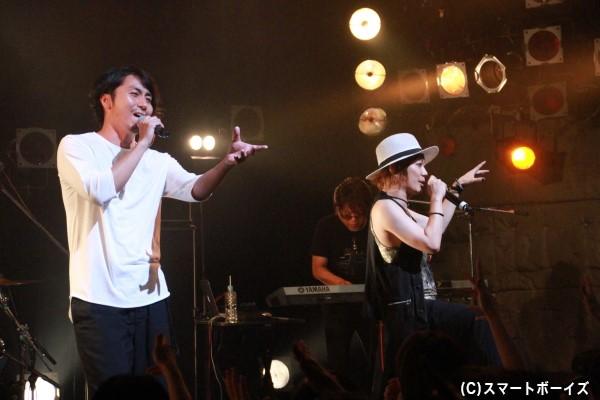 「Timeless」では、MVにも出演した郷本さんとのセッションが実現