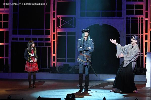 (中央)藤田五郎役の吉岡佑さん (右)小泉八雲役の汐崎アイルさん