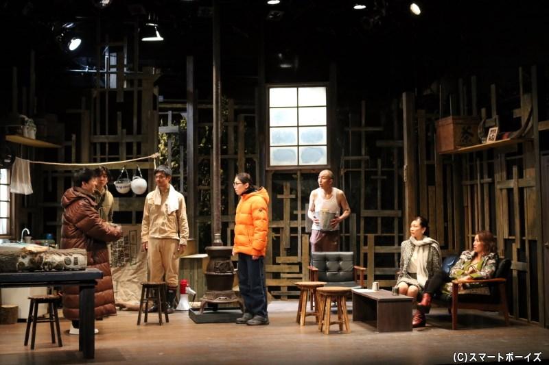極寒のダークストーリー、舞台『真空家族』が上演中!