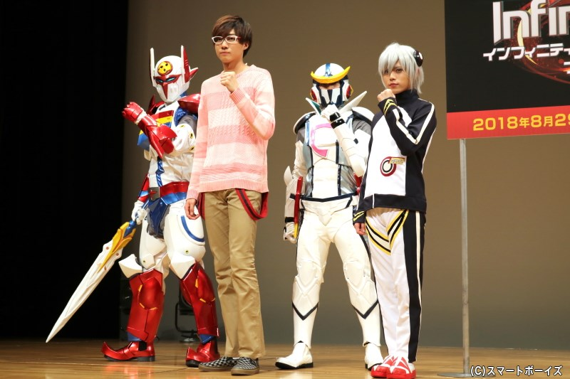 (左から)テッカマン/南 城二役の小坂涼太郎さん、キャシャーン/東 鉄也役の大崎捺希さん