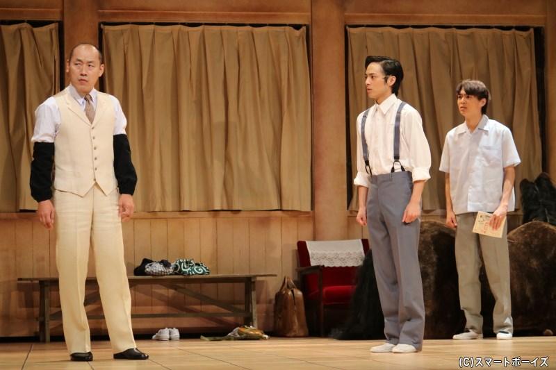 職員の池田和也(左端・山西 惇さん)から、先々への不安を抱える男子部にある報告が届く