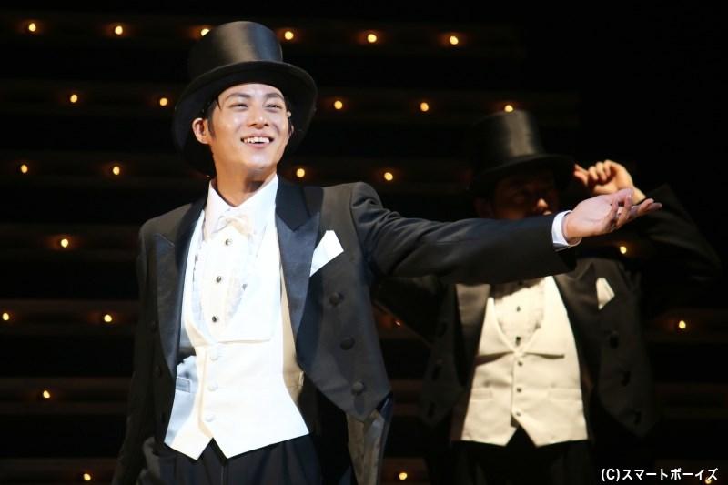 舞台終盤、ダンスと歌声で魅せるレビューシーンも大きな見どころ