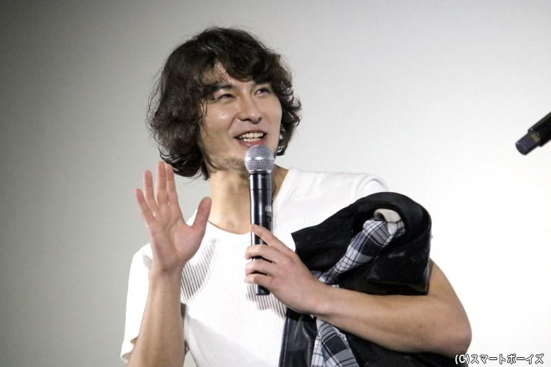 劇中では笑顔を見せないアベルとは一転、たくさんの笑顔を見せてくれました