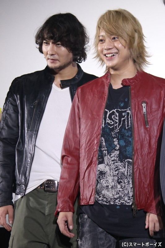 """小宮さんへの""""紅一点""""という言葉に、赤い革ジャン姿で「俺ですか?」と返した佐藤さん(笑)"""
