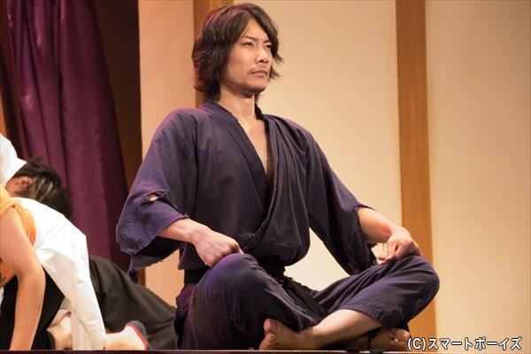 特別授業「殺陣」の謎多き指導者・健三郎(兼崎健太郎さん)