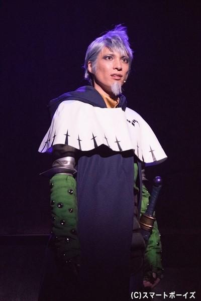 輝馬さん演じる、聖騎士のヘンドリクセン。魔神を使った研究に取り組む……