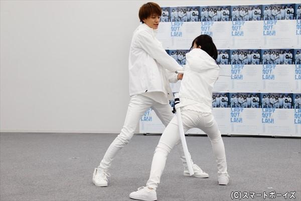 矢島さんと小野さんによる緊迫した殺陣シーン!