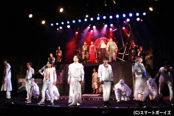 甲賀流KUNOICHI集団「BLASTING GIRLS」と徳川組の伊賀流YAKUZA-NINJA部隊「BURAIKANN」との戦いが始まる!
