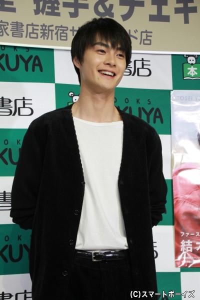 常に厳しい表情が印象的の朝加圭一郎とは打って変わって、終始笑顔の結木さん