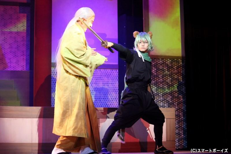 (左から)一反木綿・反之介役の渡辺貴裕さん、カマイタチ・サスケ役の湯浅雅恭さん