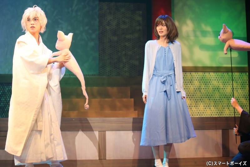 白沢・白夜役の木津つばささん(写真左)