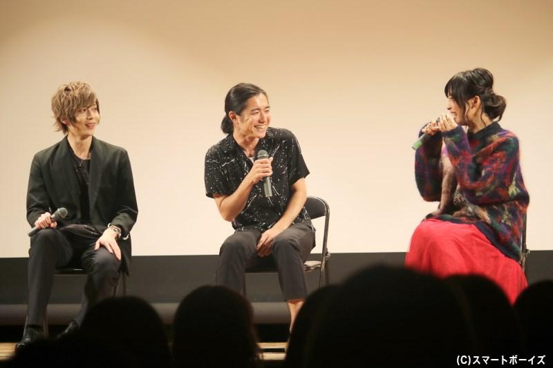 トークショーへサプライズで登場し、2人の魅力を語った稲葉監督