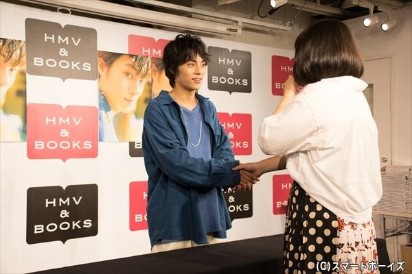 東京・大阪・名古屋・福岡の4都市で行われたお渡し会も、この日がラスト!「ちょっと淋しいですけど、ファンのみなさんといっぱい話せてよかったです」