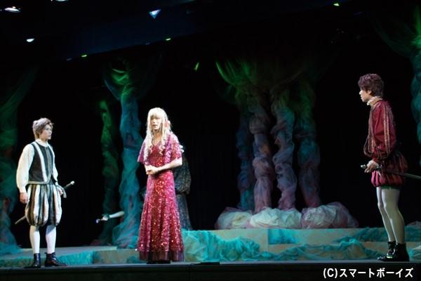 ハーミアを愛していた男たちからの突然の求愛に、ヘレナは戸惑い疑う