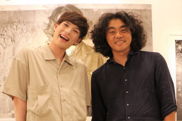 輝馬さんとカメラマンの松田忠雄さん