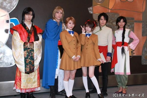 (左より)谷佳樹さん、輝馬さん、宮崎理奈さん、田中れいなさん、平野良さん、宮地真緒さん