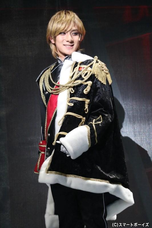 異例の早さで出世を遂げ、ローエングラム伯として爵位を授かるラインハルト
