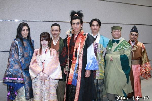 (左より)根本正勝さん、田中れいなさん、竹石悟朗さん、鶏冠井孝介さん、友常勇気さん、彦摩呂さん、堀川りょうさん