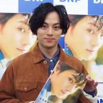 11月11日永田写真集重版イベント現場ポートレート(アイキャッチ)