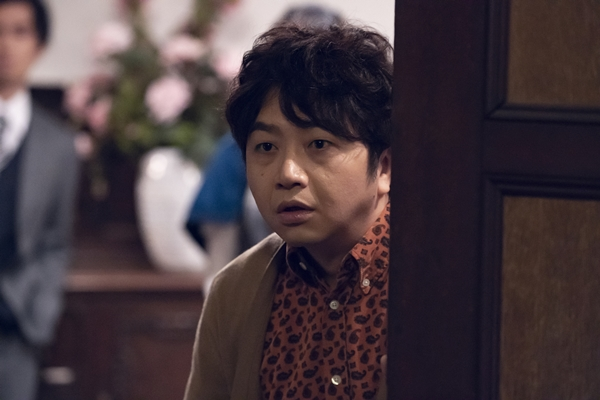 ハンドグリップの男役の辻本耕志さん