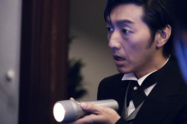懐中電灯の男役の川本成さん