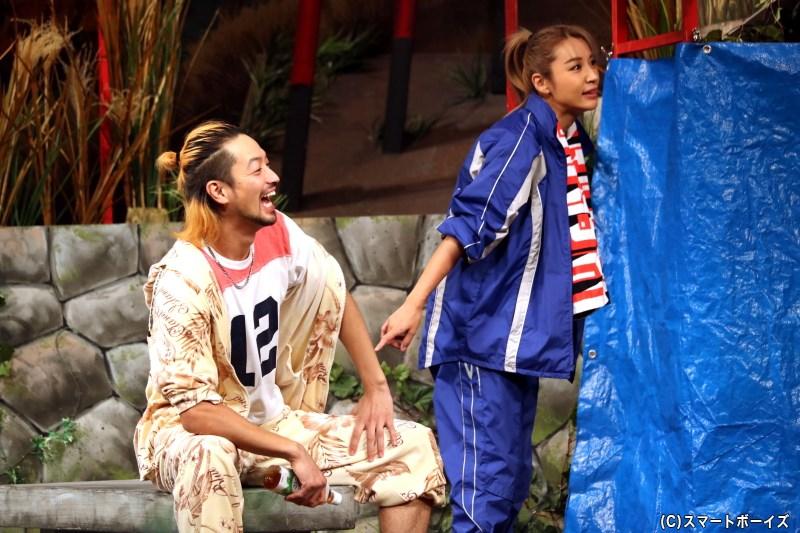 清太郎とともに商売をしている、ヒデコ(右・鈴木紗理奈さん)と力也(左・竹財輝之助さん)