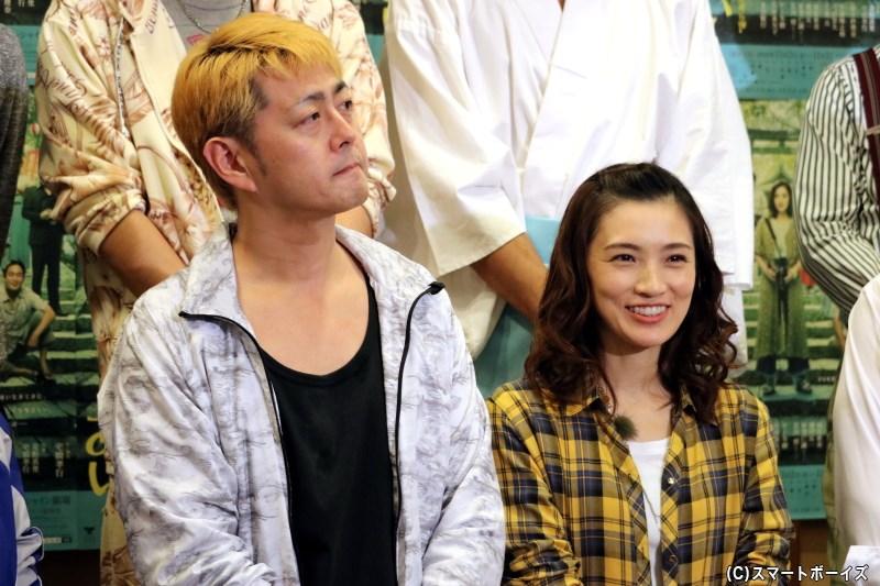 (左から)出演・作・演出の宅間孝行さん、主演の星野真里さん