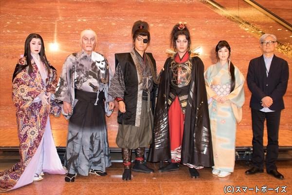 (左より)浅野ゆう子さん、松平健さん、上川隆也さん、溝端淳平さん、高岡早紀さん、堤幸彦さん