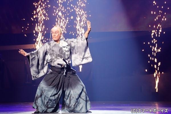 柳生宗矩役の松平健さんは見得を切って登場